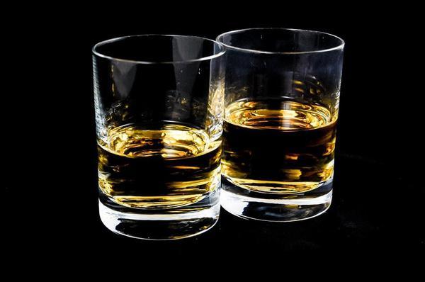 duzy-zestaw-szklanek-do-whisky.jpg